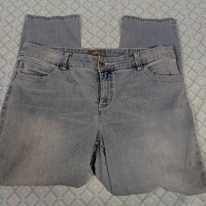 CHICO'S SO SLIMMING LIGHT WASH JEANS SIZE 2